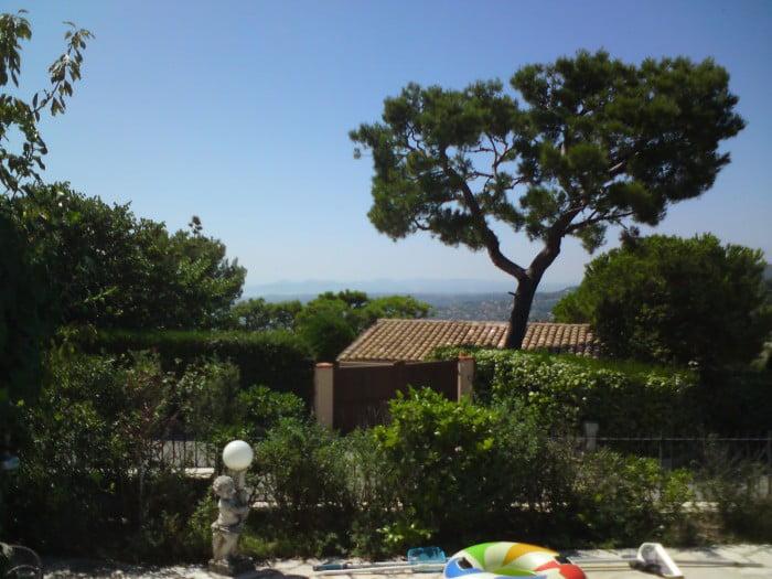Et maintenant, le soleil français est de retour! Vous pouvez voir Nice à nouveau!