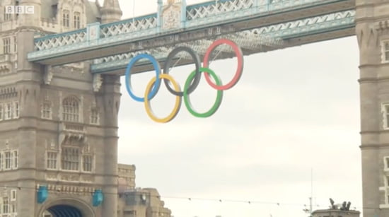 Olympic rings lowered over Thames